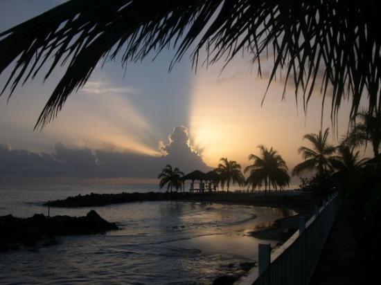 รันอะเวย์เบย์, จาไมก้า: L'alba in Jamaica...