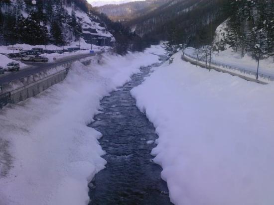Montgenevre, ฝรั่งเศส: A cold river..