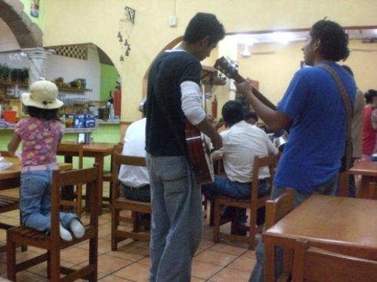 เวรากรูซ, เม็กซิโก: Dans une cantina de Veracruz,comme partout au Mexique la musique est présente