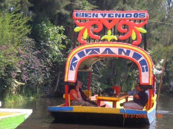 เม็กซิโกซิตี, เม็กซิโก: Une ballade en barque à Xoximilco dans la banlieue de Mexico,c'est trop cool!