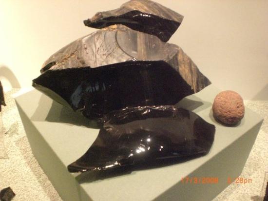 เม็กซิโกซิตี, เม็กซิโก: Bloc d'obsidienne utilisée pour la confection d'armes par les Aztecs,leur fameux couteaux entre
