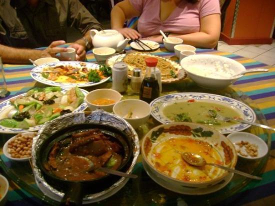 โจฮันเนสเบิร์ก, แอฟริกาใต้: One of the many chinese feasts we experienced. Gotta love food