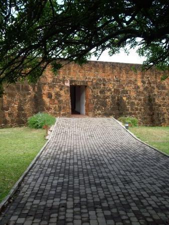 มาปูโต, โมซัมบิก: The Fort entrance
