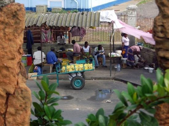 มาปูโต, โมซัมบิก: A small market outside the fort walls