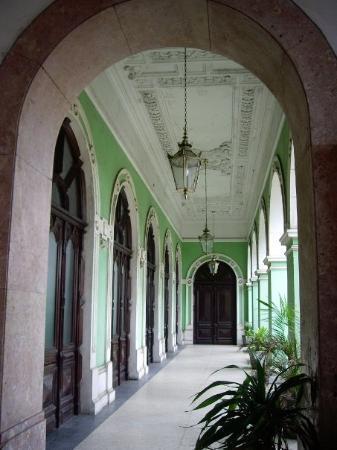 มาปูโต, โมซัมบิก: A corridor inside the station with it's colonial detailing