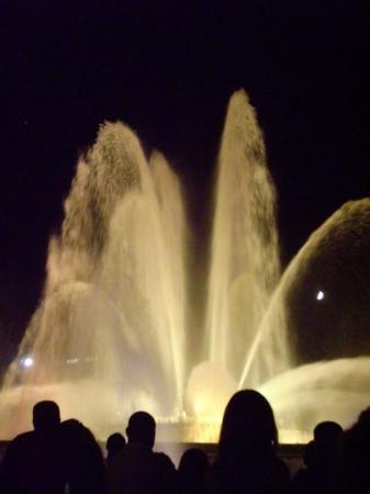 The Magic Fountain: Font Magica (Magic Fountain)-  set to a light and music show.