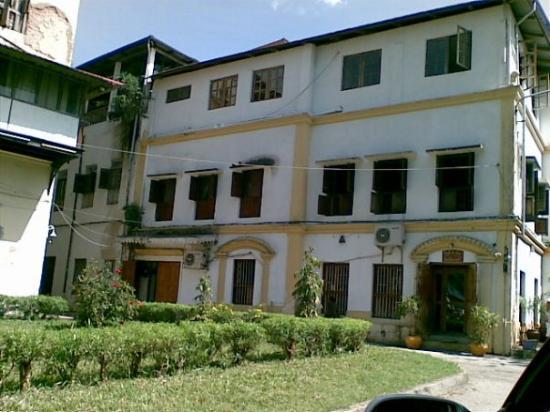 แซนซิบาร์, แทนซาเนีย: the Square outside Serena Hotel