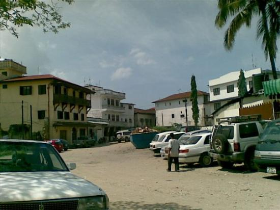 แซนซิบาร์, แทนซาเนีย: Zanzibar town outside Serena hotel