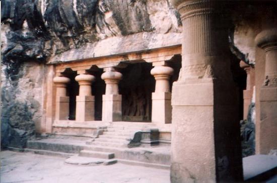มุมไบ (บอมเบย์), อินเดีย: Cave temple, Elephanta Island, India, November 2004.