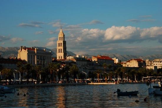 สปลิต, โครเอเชีย: Dusk in Split, Croatia