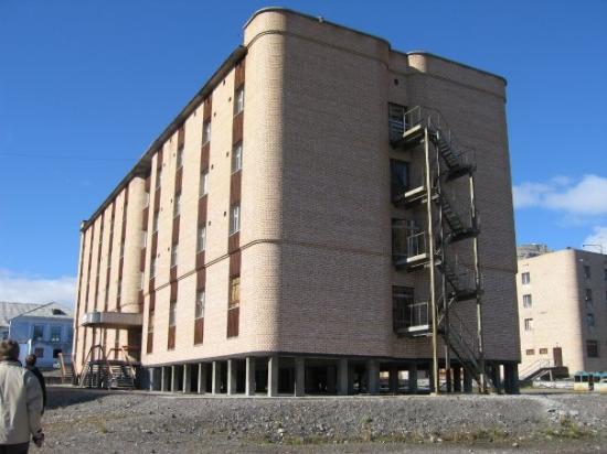 ลองเยียร์เบียน, นอร์เวย์: Fraflyttet hotell