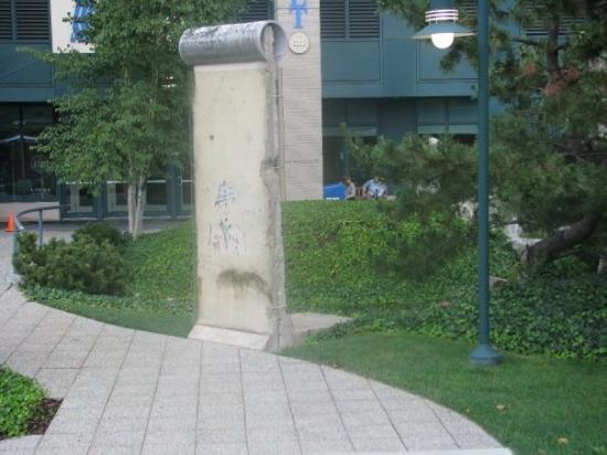 บอสตัน, แมสซาชูเซตส์: Un morceau du mur de Berlin...