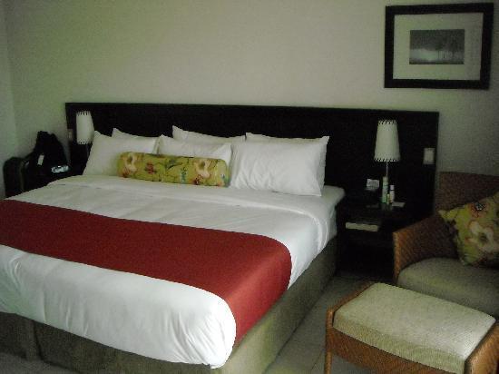 เรดิสัน บลู รีสอร์ท ฟิจิ เดนาเรา ไอส์แลนด์: Giant size bed