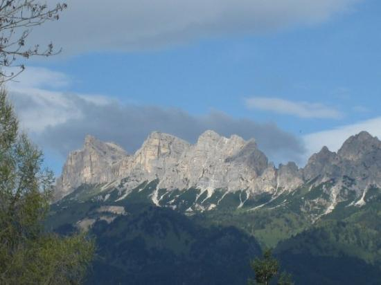 Cortina d'Ampezzo, อิตาลี: Dolomites-Italian Alps....beautiful & cold