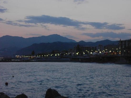 เวนทิมิกเลีย, อิตาลี: Ventimiglia bei Nacht