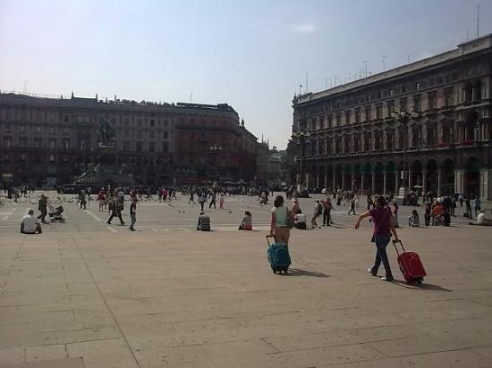 มิลาน, อิตาลี: Piazza del Duomo