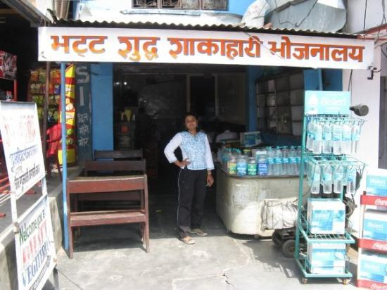 Jim Corbett National Park, อินเดีย: The maker of the Worlds best Dal Makhni and Dal fry ....  and the prices are 5 Star too