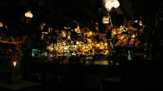 กัลเวย์, ไอร์แลนด์: O'Connors... maybe the most famous pub in ireland... invaluable!!