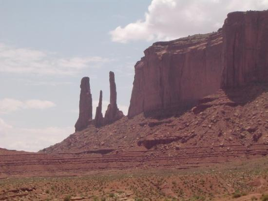 Monument Valley, ยูทาห์: The 3 Sisters rock formation.