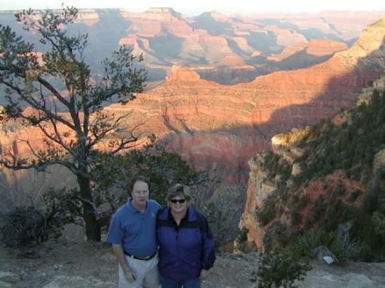 อุทยานแห่งชาติแกรนด์แคนยอน, อาริโซน่า: Bill and I at the canyon during an amazing sunset!