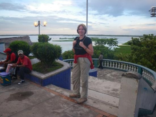 อีกีโตส, เปรู: Iquitos, devant la baie