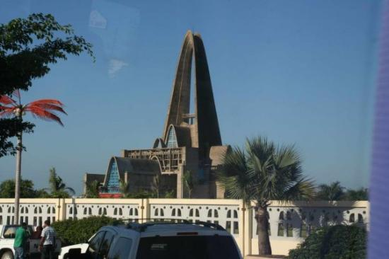 Higuey, สาธารณรัฐโดมินิกัน: Cathedrale 100% béton