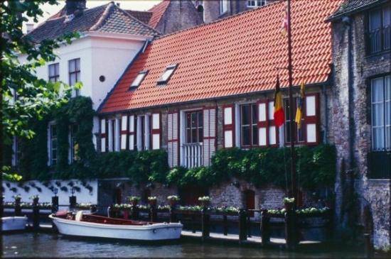 บรูจส์, เบลเยียม: Mas canales de cuentos de hadas en Brugge, Belgica