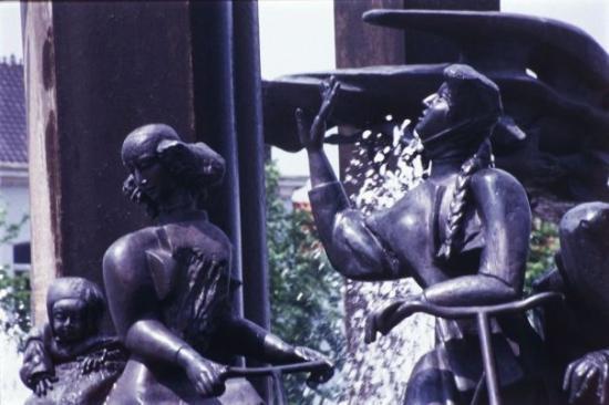 บรูจส์, เบลเยียม: La entrada de la centenaria ciudad de Brugge, en Belgica.
