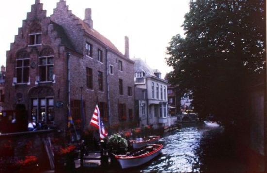 บรูจส์, เบลเยียม: Mas Canales en Brugge, O Brujas en español, Belgica.