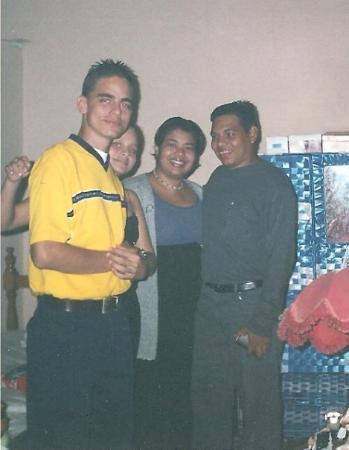 En casa de los Compadres de Valera!! En esta Foto (Izq-Der): Enio Barrios Jr, Eniana Barrios, M