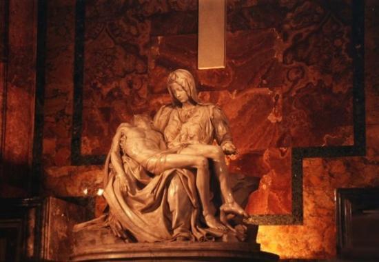 บาซิลิกาของเซนต์ปีเตอร์: La pietá, en todo su esplendor. Basilica de San Pedro, Cd. del Vaticano.