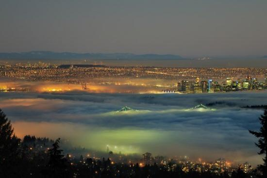 ‪فانكوفر, كندا: Vancouver from Cypress Mountain during a weather inversion‬