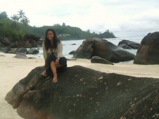 เกาะมาเอ, เซเชลส์: A morning stroll ends up on the rocks...