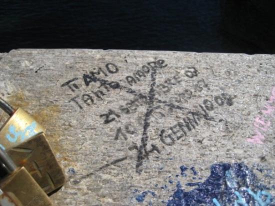 Luino, อิตาลี: e le scritte che cambiano di chi non ama piu'...