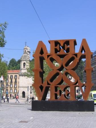"""บิลบาว, สเปน: ya écrit """"love""""..pour ceux qui ne savent pas lire..lol"""