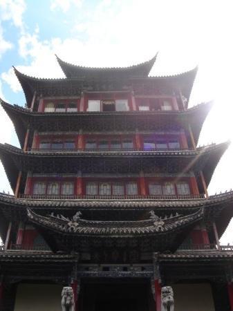 ลี่เจียง, จีน: A tower in a park.