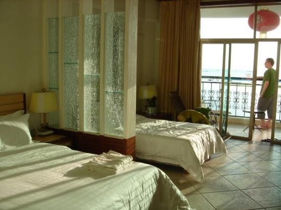 ซานย่า, จีน: Our hotel room in Sanya.