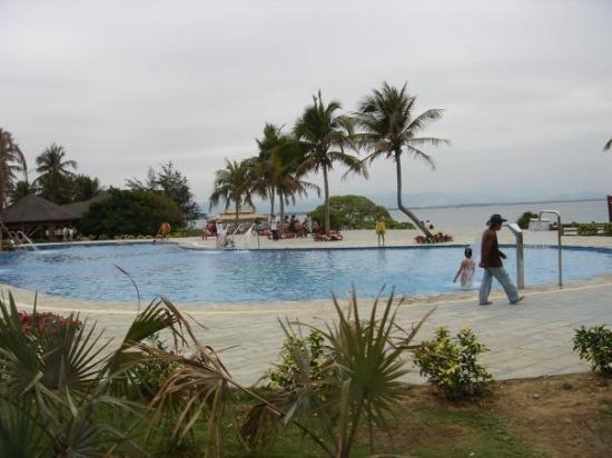 Wuzhizhou Coral Island: In the resort.