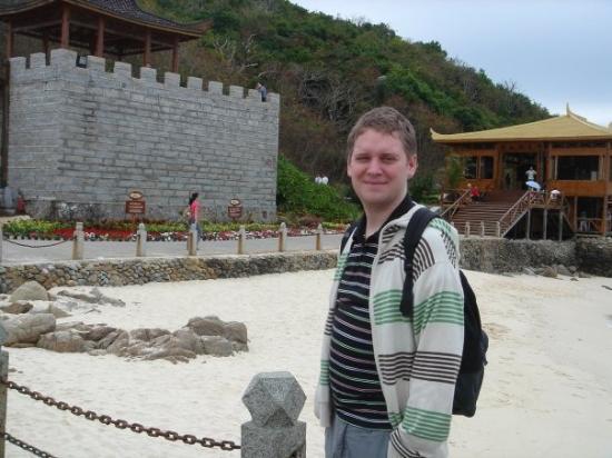 ซานย่า, จีน: Visiting a small island resort close to Sanya.