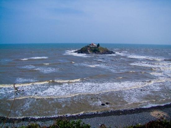 วุ้งเต่า, เวียดนาม: Can walk to island during low tide...