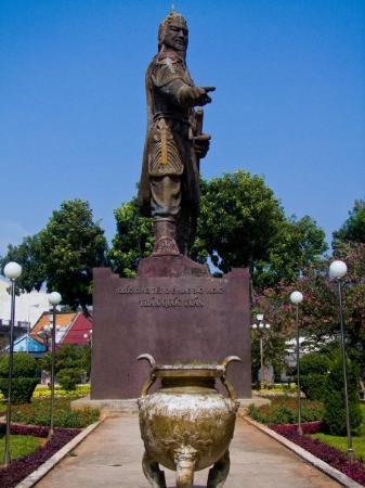 วุ้งเต่า, เวียดนาม: Some Chinese General that came and help the viets in ancient times... forgot name :P