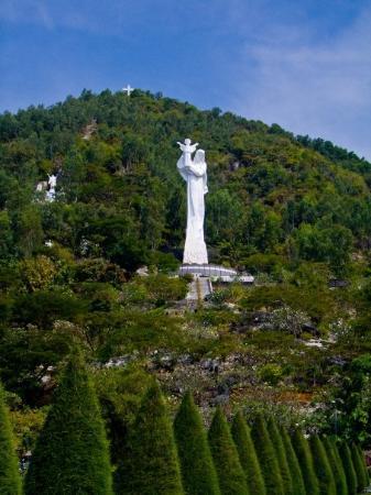 วุ้งเต่า, เวียดนาม: Statue of Mary...