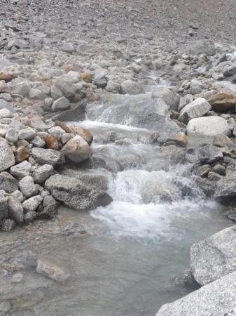 กูร์มาเยอร์, อิตาลี: Stepped river at Pre de Bar