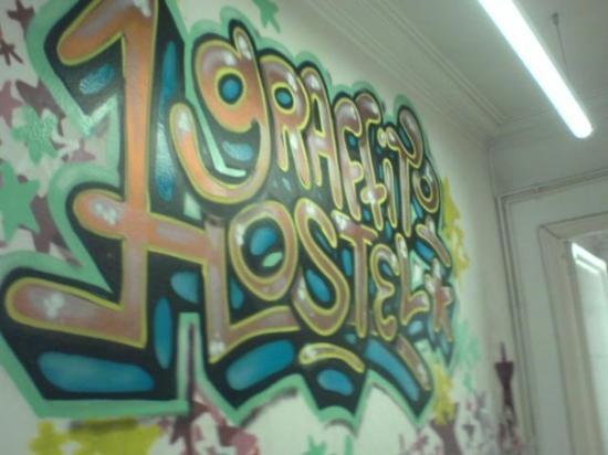Graffiti Hostel: Hotel Grafiti ... dla bombe ! d tag de partt et que des jeunes!!!