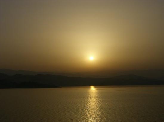 Dassia, กรีซ: appena svegli l'alba dal traghetto
