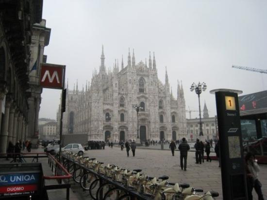 มิลาน, อิตาลี: Duomon kämpillä