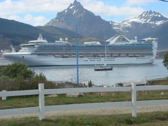 อูชัวเอ, อาร์เจนตินา: Verano 2008 puerto de Ushuaia .EPOCA DE CRUCEROS . VISTA DESDE LA MISION.