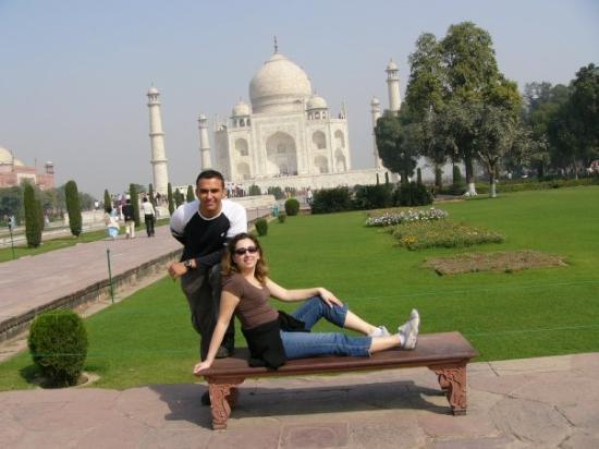 อักกรา, อินเดีย: That bench at the Taj Mahal