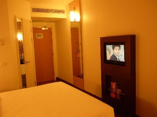 ไอบิส กรุงเทพฯ สุขุมวิท 4: LCD TV and Door