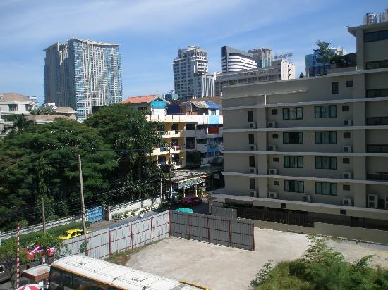 ไอบิส กรุงเทพฯ สุขุมวิท 4: View from hotel room1